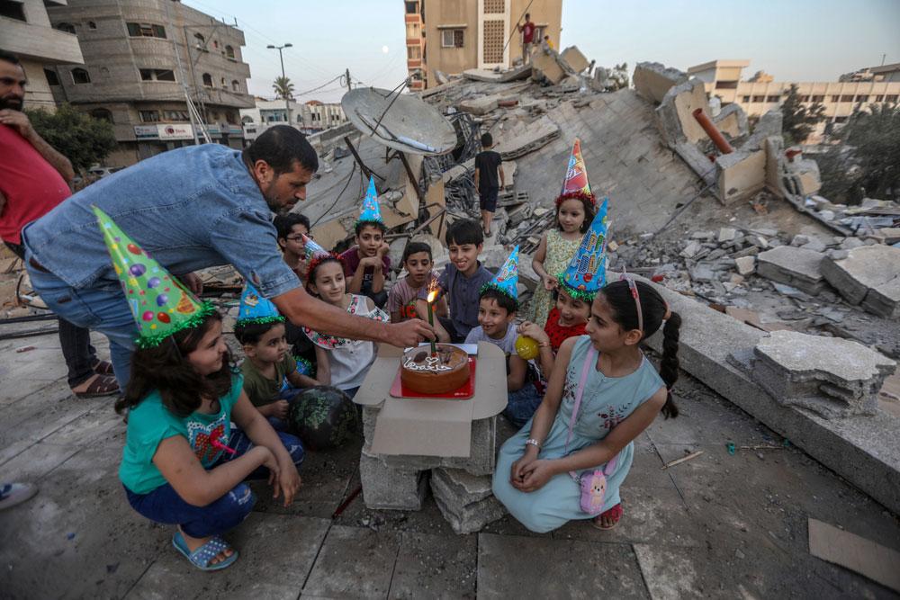 Празднование дня рождения над разрушенным домом, автор Мохаммед Заанун, Палестина