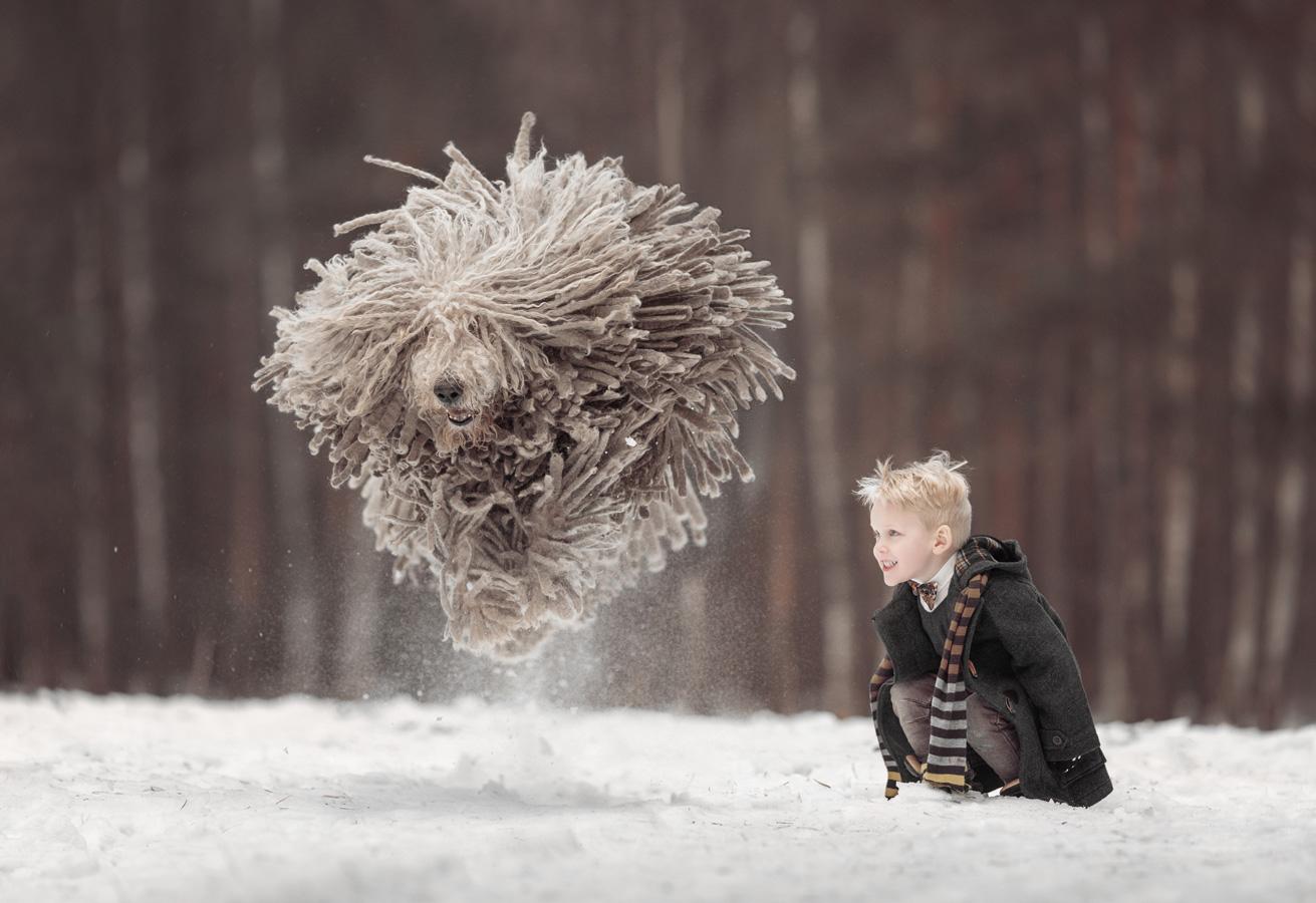 Моя дрессированная швабра, © Энди Селиверстофф / Andy Seliverstoff, Россия, 1 место в номинации «Детская фотография», Фотоконкурс 35AWARDS — 100 Best Photos