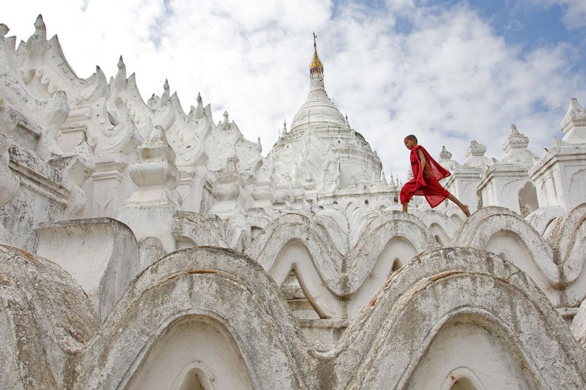 Маленький монах из Мингуна, фото О. Грачева