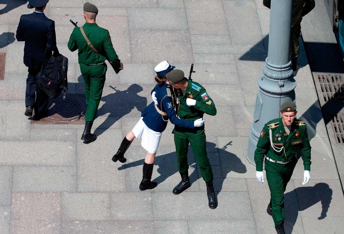 Павел Смертин (Москва). Military Kiss