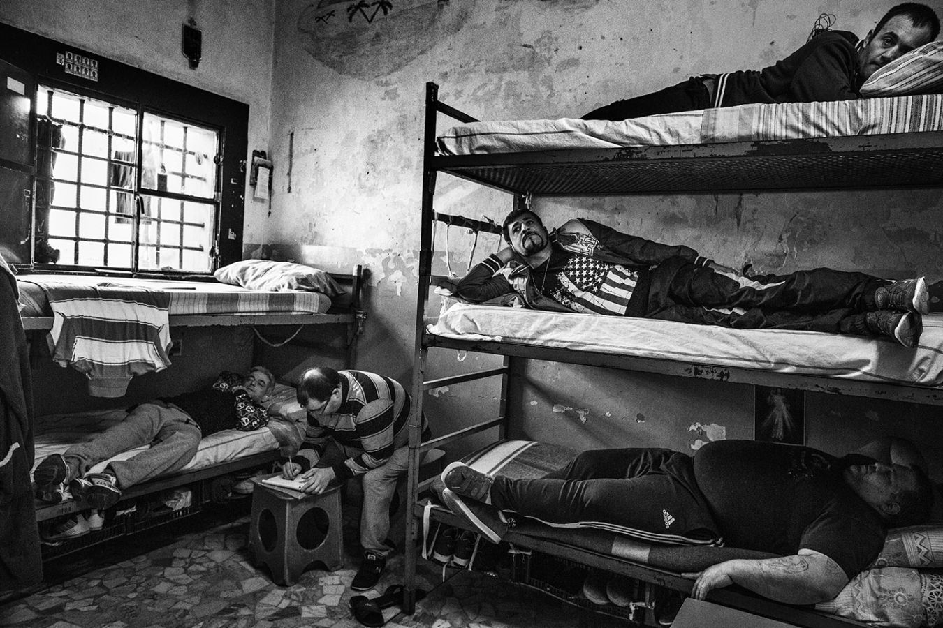 Камеры тюрьмы Поджиореэле Неаполя, 9 октября 2019 г.