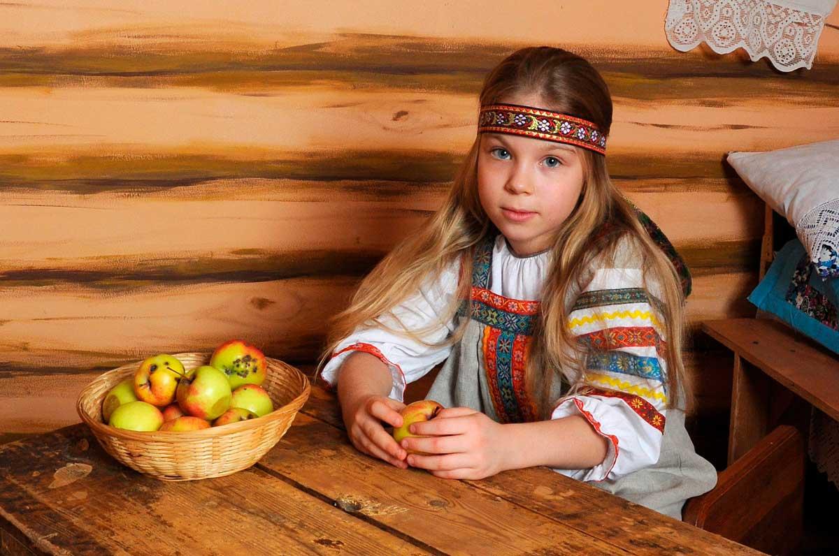 Владимир Емельянов «Портрет с яблоками», Рязань, наша фото-студия «Портрет», 2015