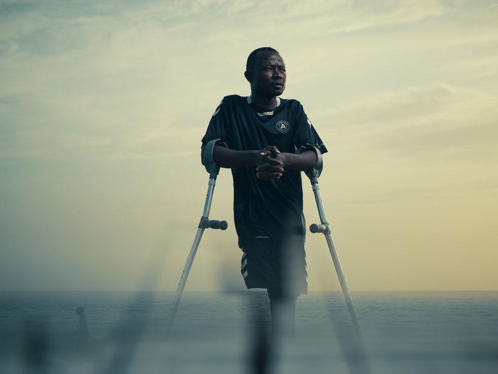 Flying Stars - футболисты-инвалиды Сьерра-Леоне, авторы Тодд Энтони, Великобритания