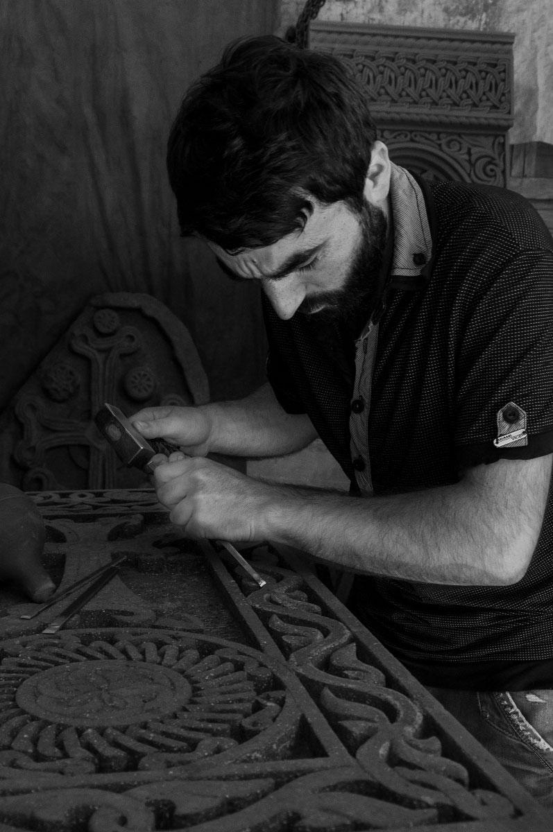 Армен Енгоян «Резчик хачкаров (крест камней)». Армения, Ереван, 2021
