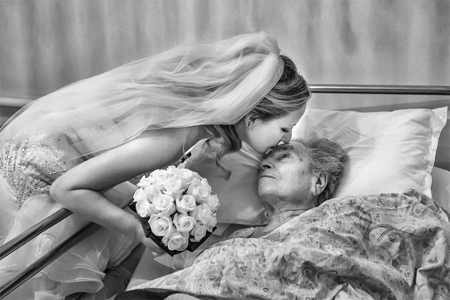 luigi fedeli | Italy | Kiss to grandmother, Фотоконкурс I AM Photographer