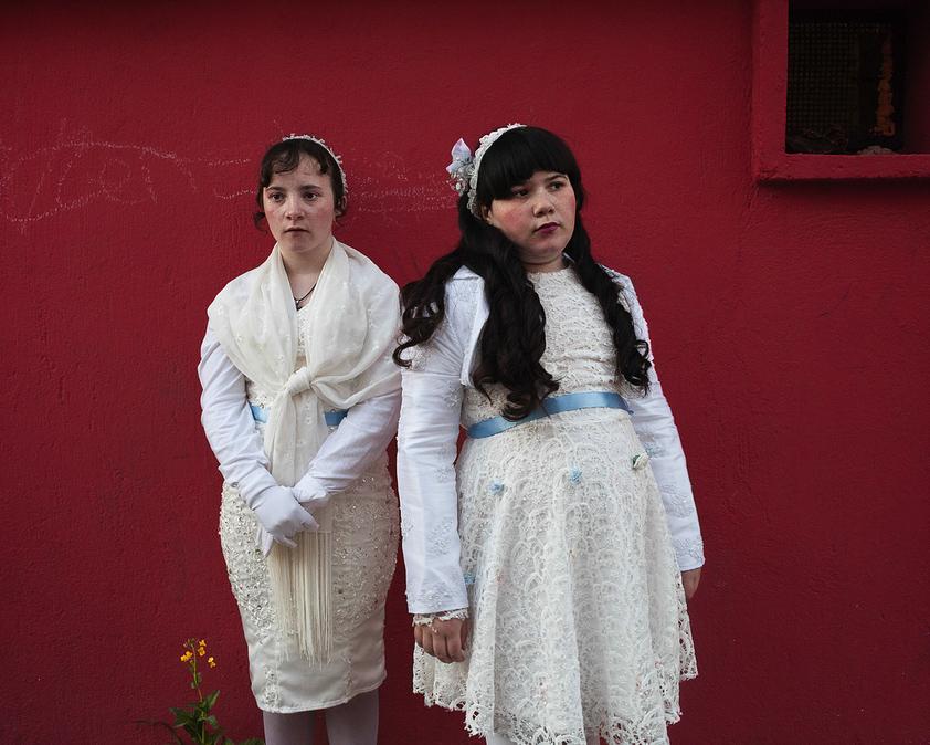 Первое вероисповедание Илоны и Мадделены, © Сандра МЭХЛ / Sandra MEHL, Франция, Фотоконкурс KLPA – Kuala Lumpur Photo Awards