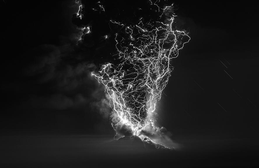 Торнадо страха, © Франсиско Негрони / Francisco Negroni, Чили, Фотограф года в категории «Природа», Фотоконкурс Monochrome Photography Awards