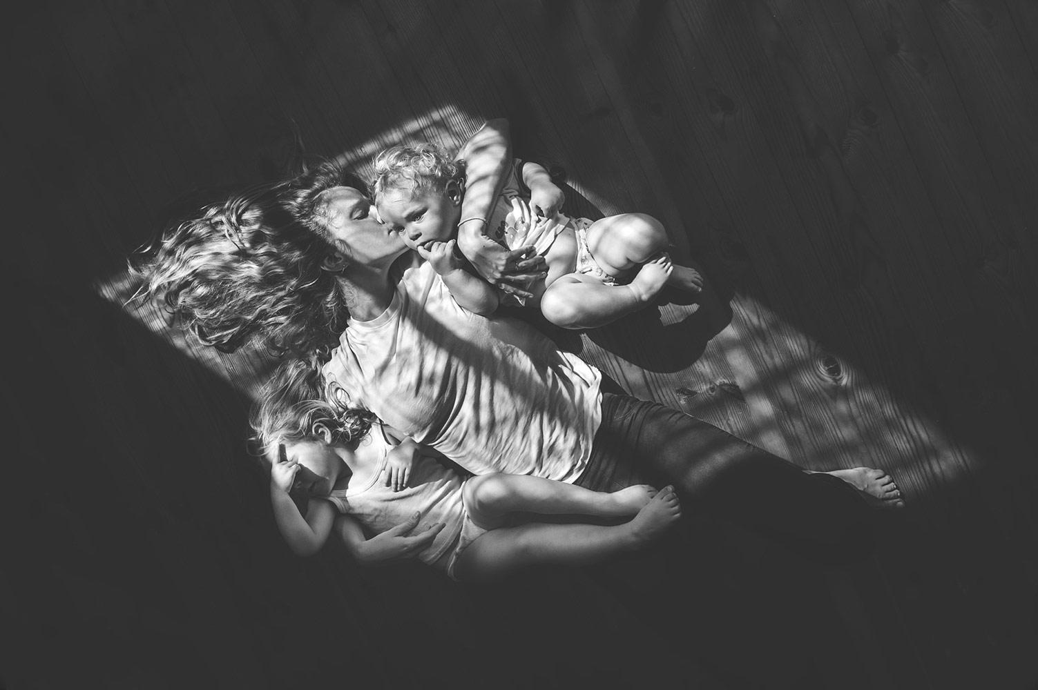 Елена Снегирева, Мамино счастье, 2 место в номинации «Детская фотография», профессионалы, Фотоконкурс Nikon «Я в сердце изображения»