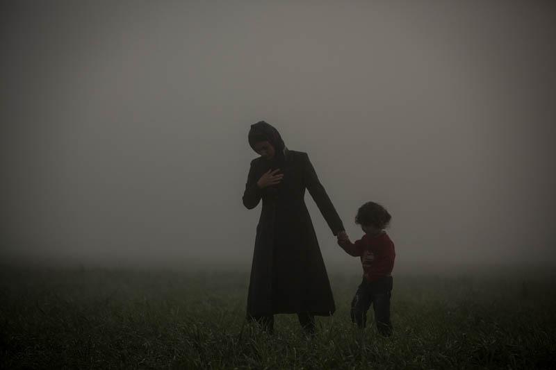 Мать и сын, Ольмо Кальво / Olmo Calvo, Главные новости, Фотоконкурс POY – Pictures of the Year International