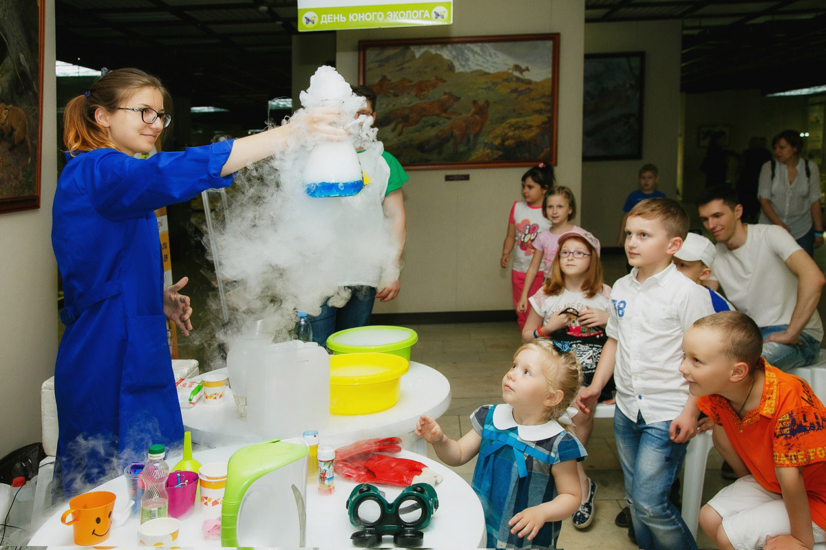 Богомазов Петр, Добрая волшебница, Финалист 2017 года в номинации «Люди», Фотоконкурс «Стихии науки»
