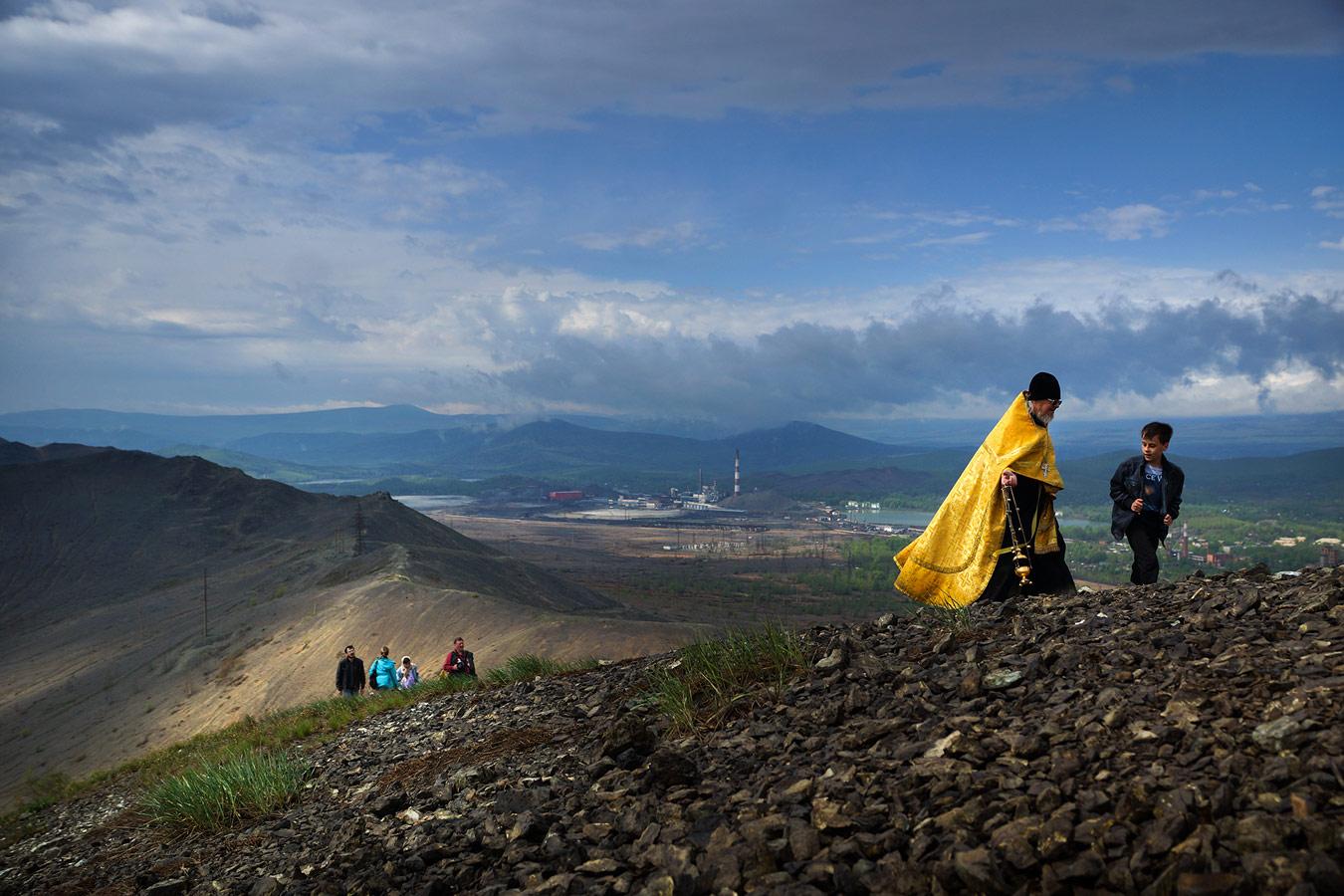 Крестный ход. Пастырь ведёт свой народ, Сергей Коляскин , Фотоконкурс «Святыня, которая рядом»