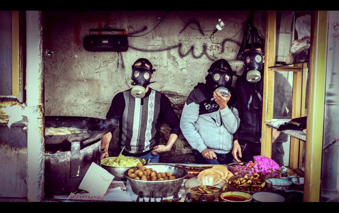 Фалафель со слезоточивым газом, © Шади Рахими, Палестина, Конкурс фотографии Allard Prize