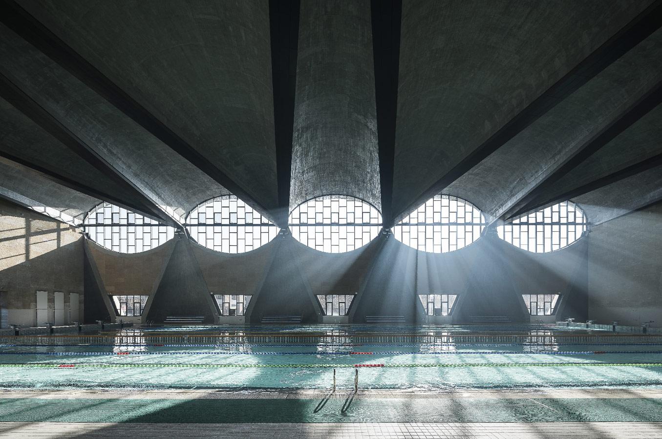 © Терренс Жанг (Terrence Zhang), Бассейн, новый кампус Тяньцзиньского университета (Китай). Архитекторы: Atelier Li Xinggang, Конкурс «Архитектурная фотография»