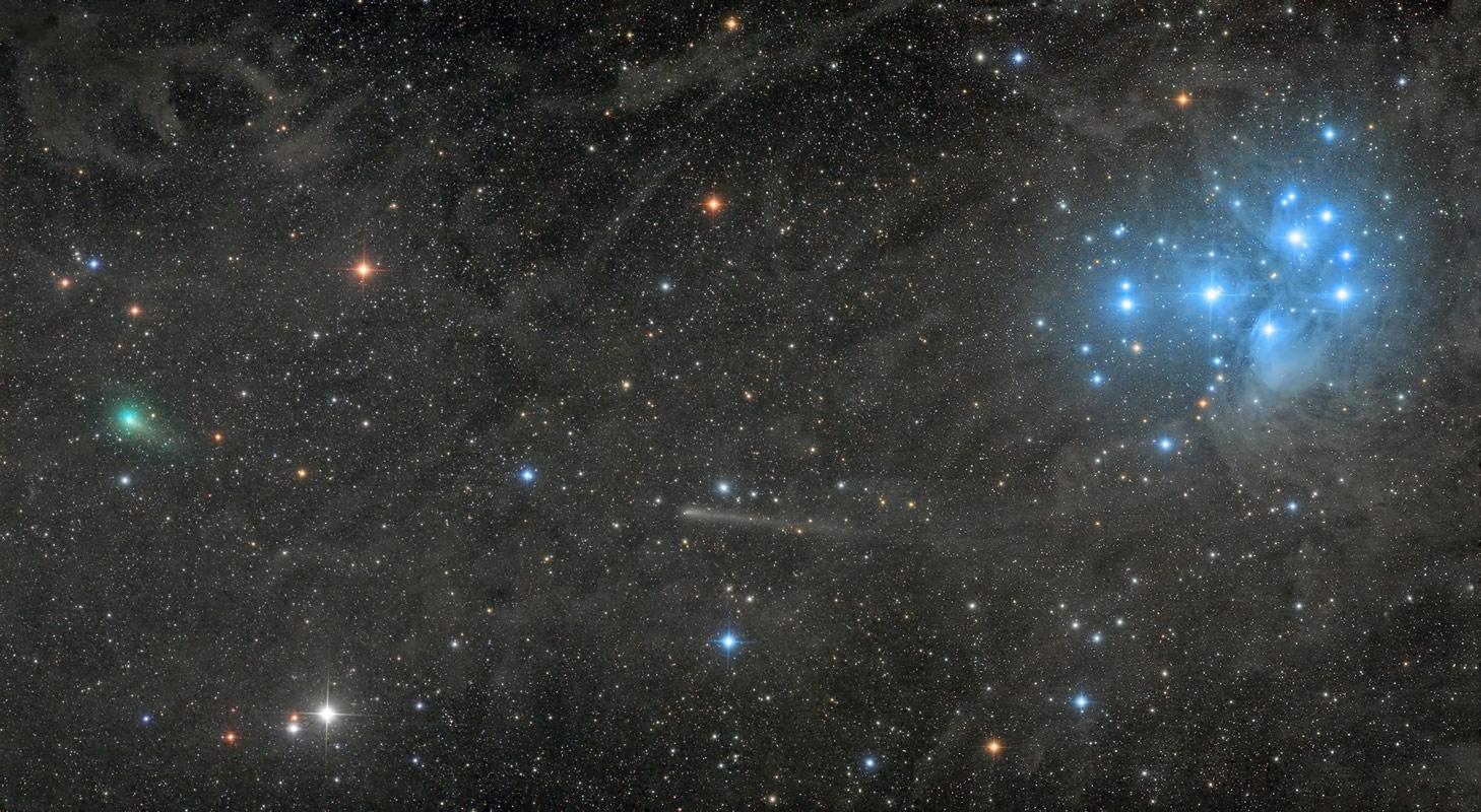 Две кометы с Плеядой, © Дэмиан Пич, Победитель премии в области робототехники, Конкурс астрофотографии Astronomy Photographer of the Year