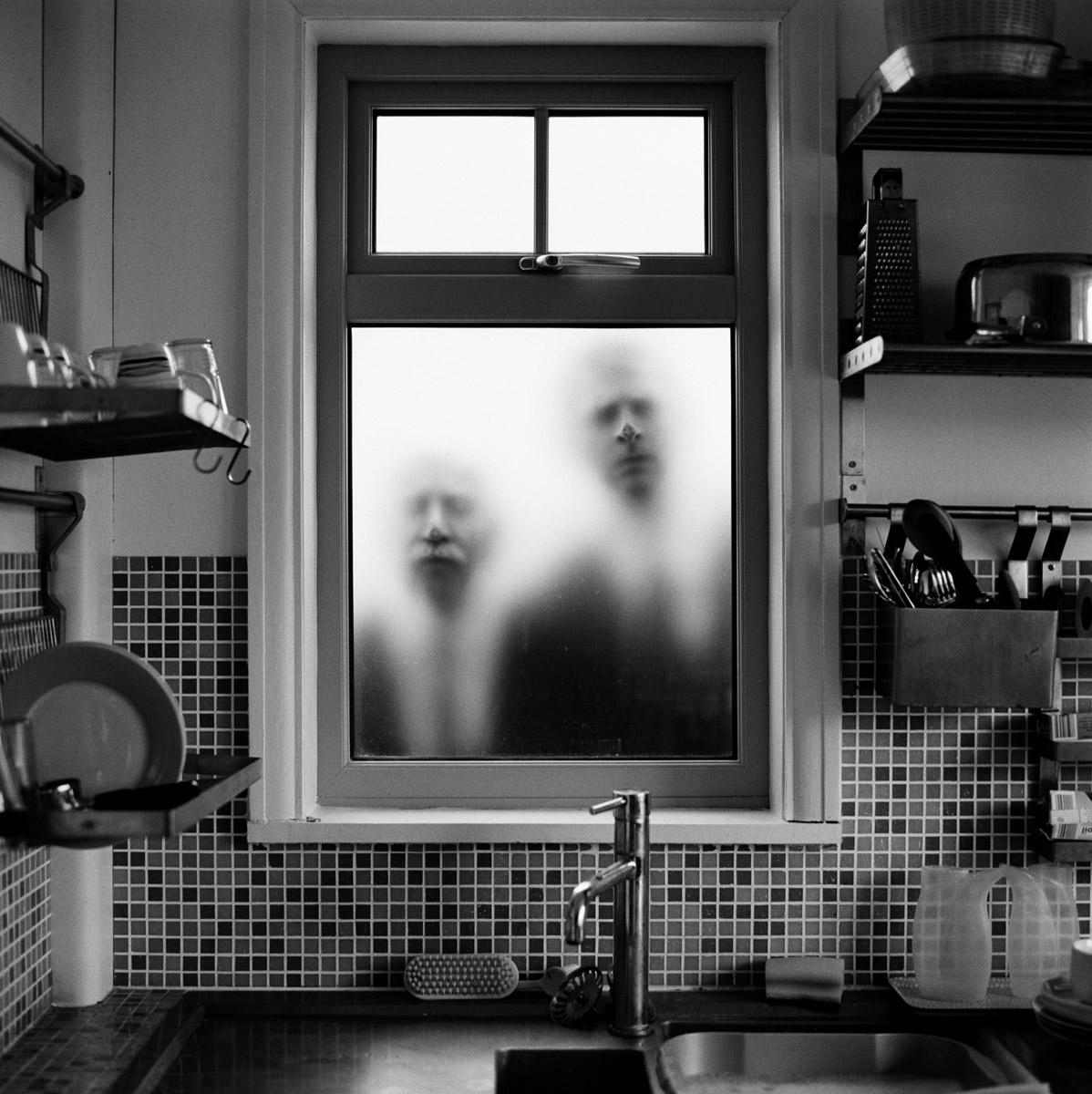 Матримониальные узы, © Джон Пол Эванс / John Paul Evans, Англия, Фотограф года B&W 2017, Фотоконкурс «Чёрно-белая фотография» — Black & White Photography Awards — Журнал Dodho