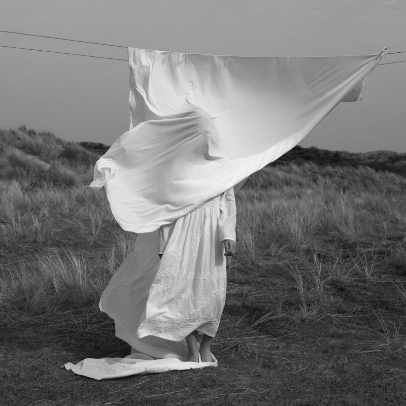 Белый ветер, © Милоу Криетемеиджер-Диркс, Нидерланды, 3-е место, Конкурс детской фотографии в чёрно-белом