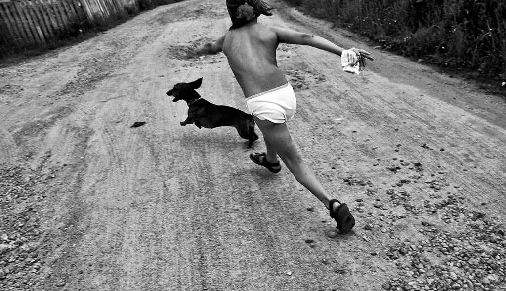 Попробуйте поймать, © Николай Смоляк, Россия, 2-е место, Конкурс детской фотографии в чёрно-белом