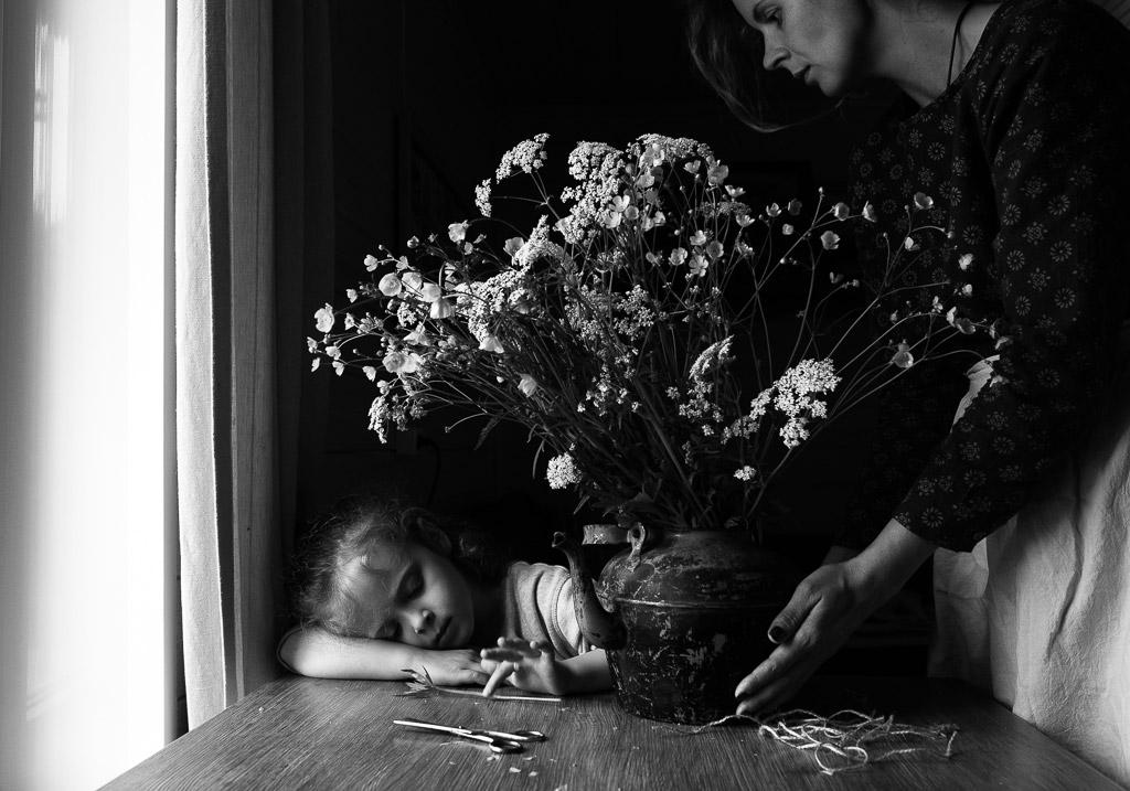 Лютики, © Мария Прозорова, Россия, 3-е место, Конкурс детской фотографии в чёрно-белом