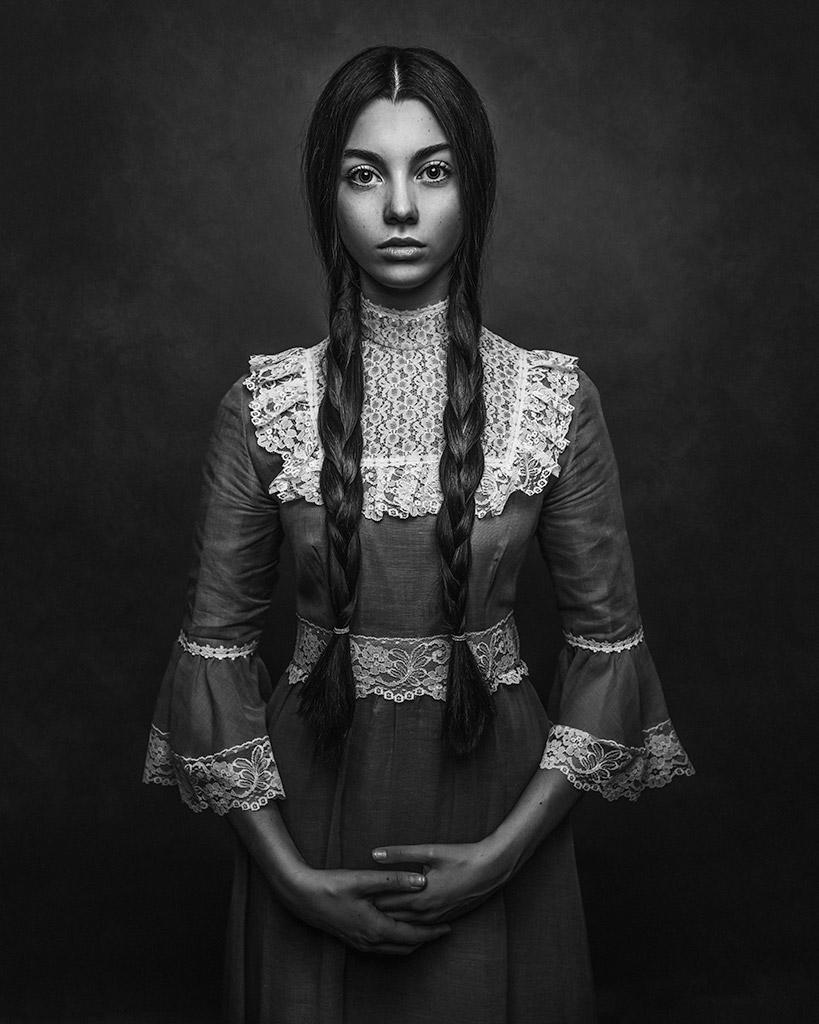 Я, © Полина Дучман, Великобритания, Почётное упоминание в категории «Портрет» — 2-й тайм, Конкурс детской фотографии в чёрно-белом