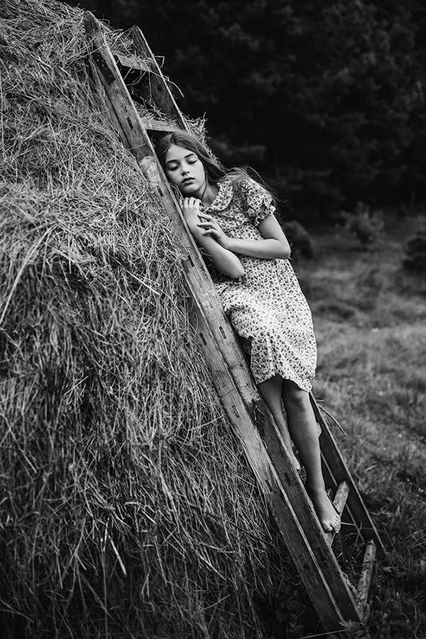 Единство, © Полина Дучман, Великобритания, 1-е место в категории «Художественная фотография» — 2-й тайм, Конкурс детской фотографии в чёрно-белом