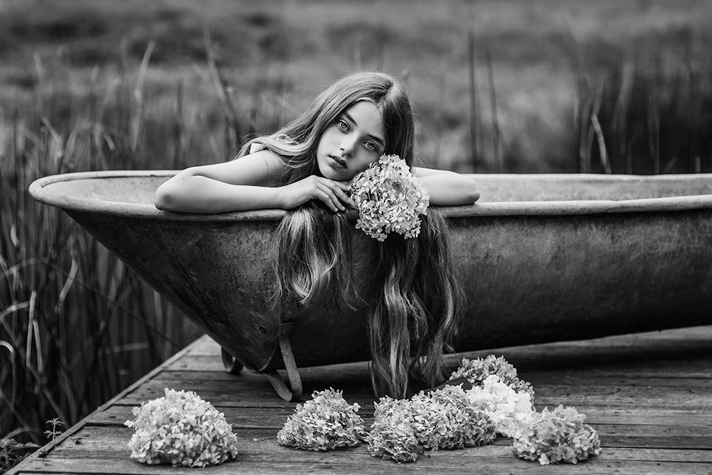 Последнее дыхание лета, © Полина Дучман, Великобритания, Почётное упоминание в категории «Художественная фотография» — 2-й тайм, Конкурс детской фотографии в чёрно-белом