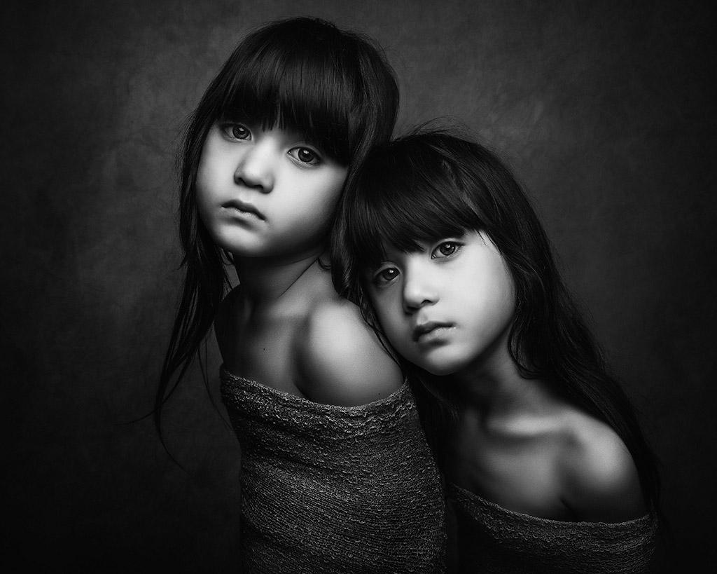 Ми & Ми, © Полина Дучман, Великобритания, Почётное упоминание в категории «Портрет» — 1-й тайм, Конкурс детской фотографии в чёрно-белом