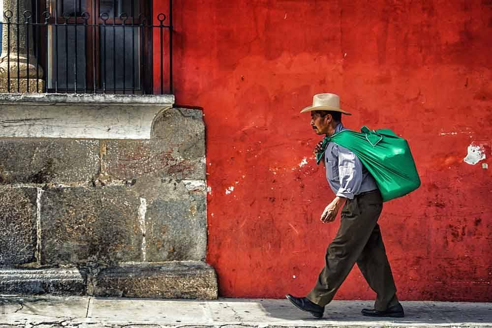 Красная Стена. Антигуа, Гватемала, © Эдуардо Тейшейра де Соуза, Фотоконкурс «Городской фотограф года» — CBRE Urban Photographer of the Year