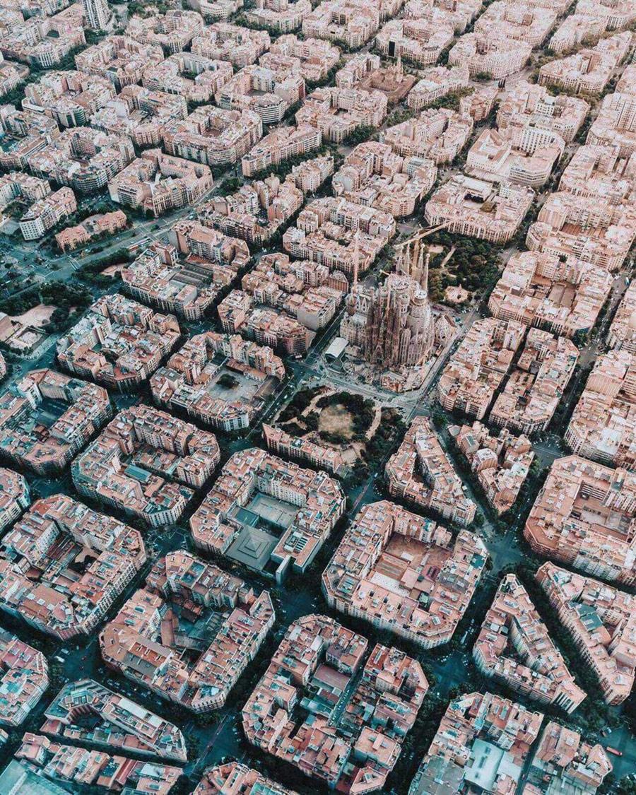 Барселона сверху. Барселона, Испания, © Ян Харпер, Победитель в Европе, Фотоконкурс «Городской фотограф года» — CBRE Urban Photographer of the Year