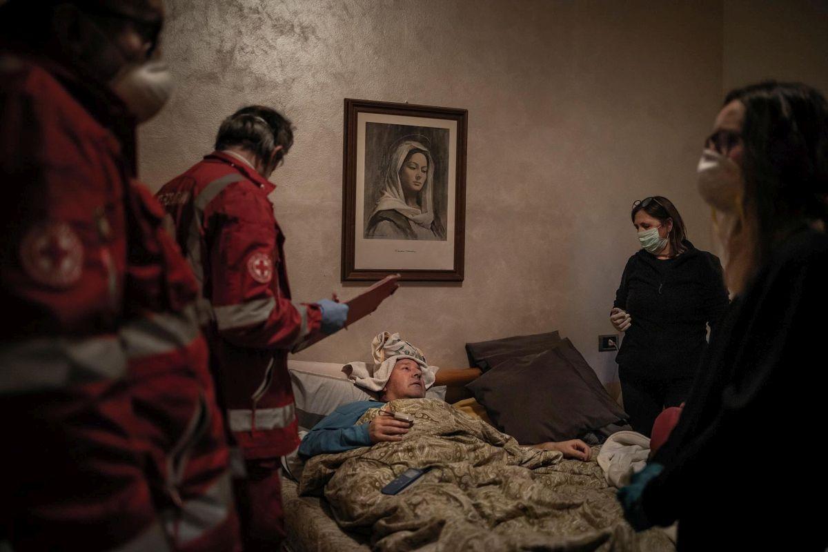 Победитель Фабио Буччарелли. Серия работ «Мы забираем мертвых с утра до ночи»