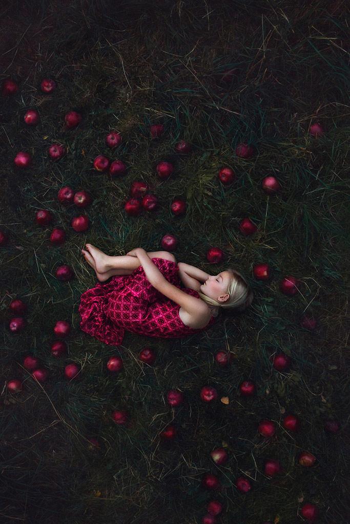 Между, © Моника Серек, Польша, Победитель октября 2018 года, Фотоконкурс «Детский портрет» — CPC Portrait Awards