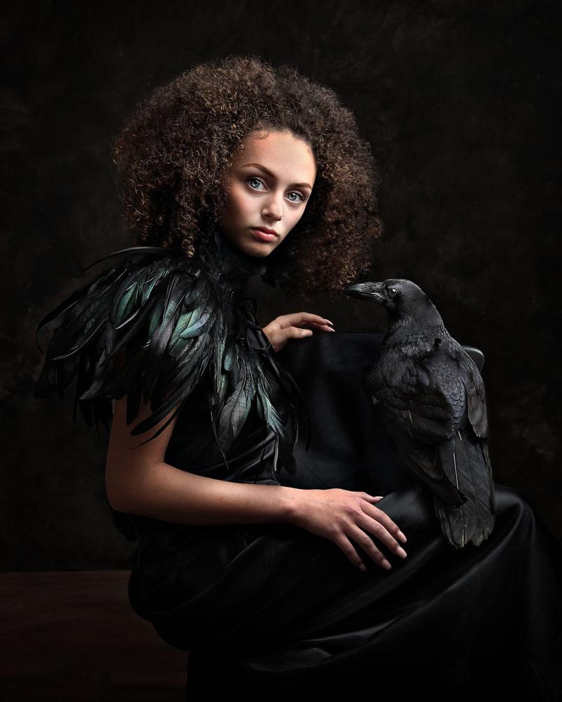 Девочка и её ворон, © Рэйчел Стюарт, Великобритания, Победитель ноября 2018 года, Фотоконкурс «Детский портрет» — CPC Portrait Awards