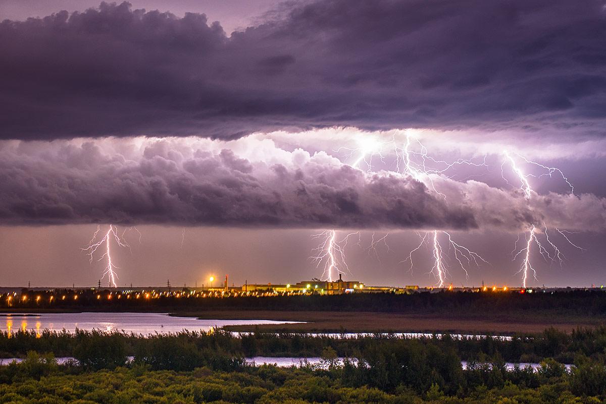 Гроза перед штормом, © Андрей Ревякин, 1-е место в номинации «Городские джунгли», Фотоконкурс «Дикая природа России» от National Geographic