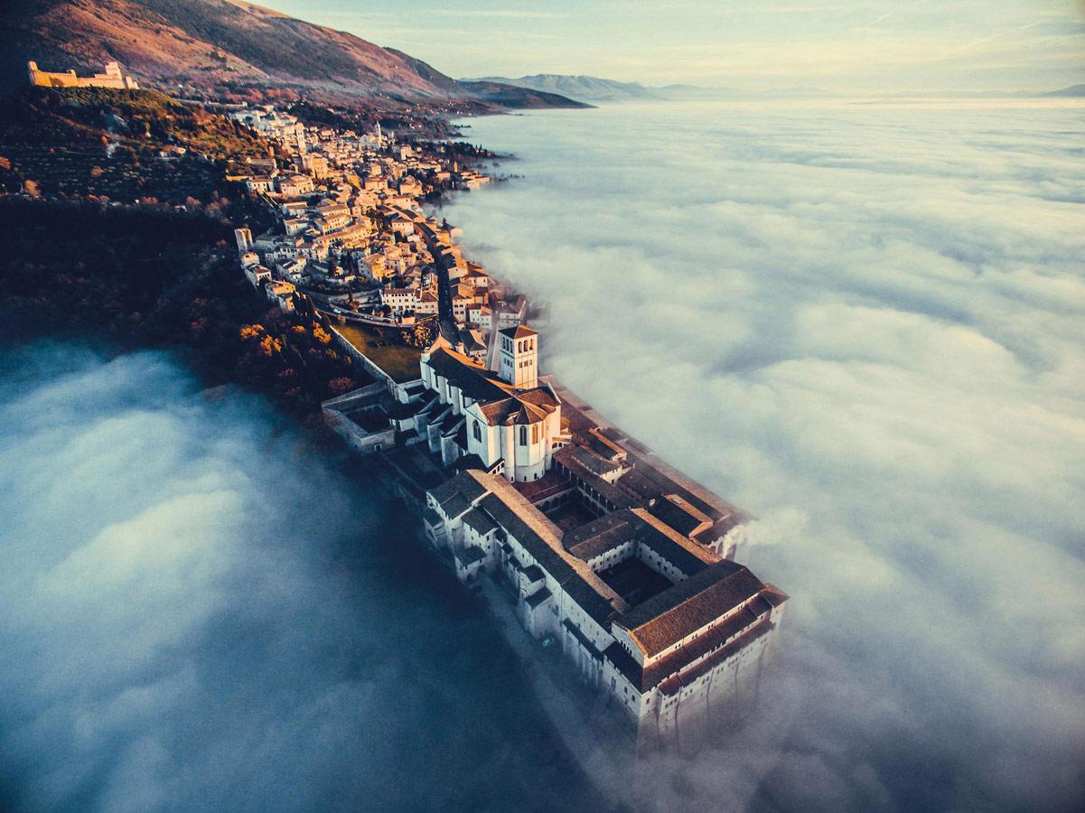 Ассизи над облаками, © Франческо Каттуто, Победитель категории, Конкурс фотографий с дрона DrAw
