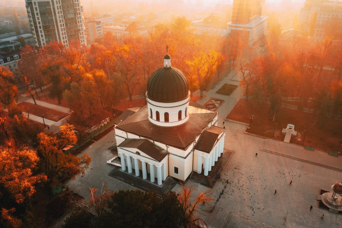 Восход в Центральном парке Кишинева, Республика Молдова, © Калин Стэн, Конкурс фотографий с дрона Dronestagram