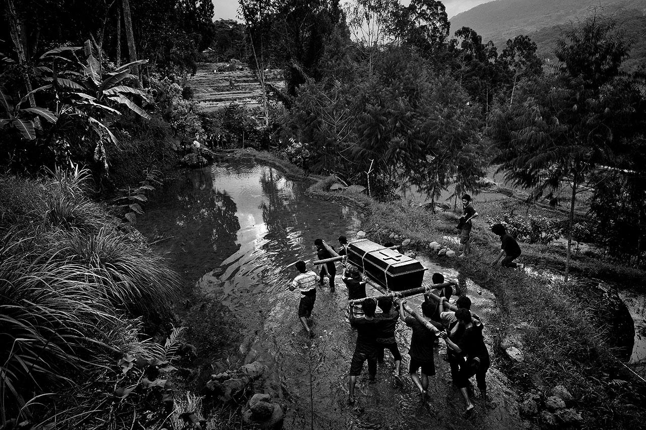 Жизнь после смерти, © Ален Шредер, Брюссель, Бельгия, Победитель категории «Фотожурналистика», Фотоконкурс Felix Schoeller