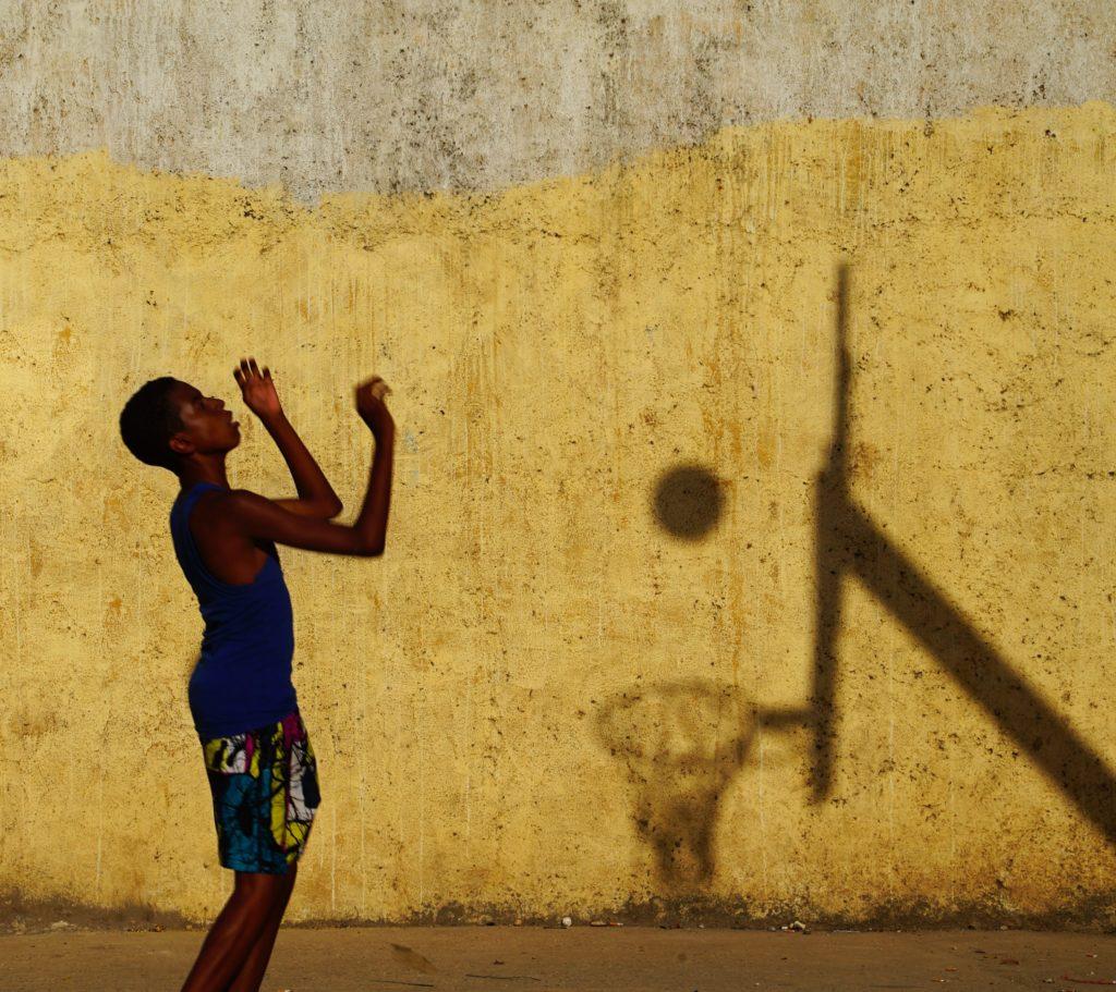 Баскетбол. Игра с тенью, © Сергей Коляскин, 5 место, Фотоконкурс FIBA — Международной федерации баскетбола