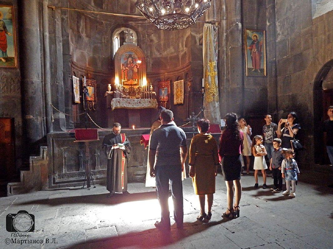Мартынов_В армянской церкви (монастырь Гегард)