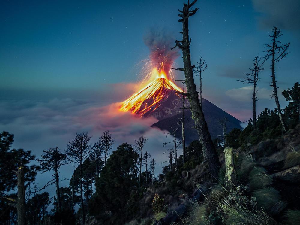 Вулкан Фуэго, © Родольфо Батрес, Конкурс мобильной фотографии Huawei