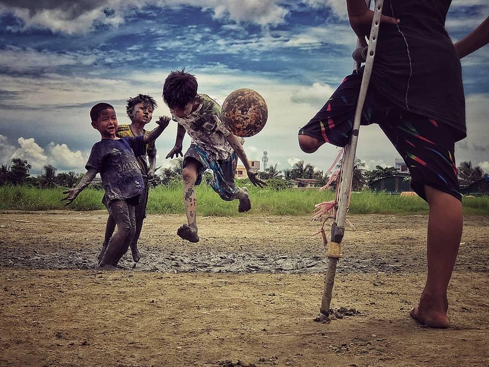 Я хочу играть, © Зарни Мио Вин, Мьянма, 3 место, Фотограф года, Конкурс мобильной фотографии iPhone