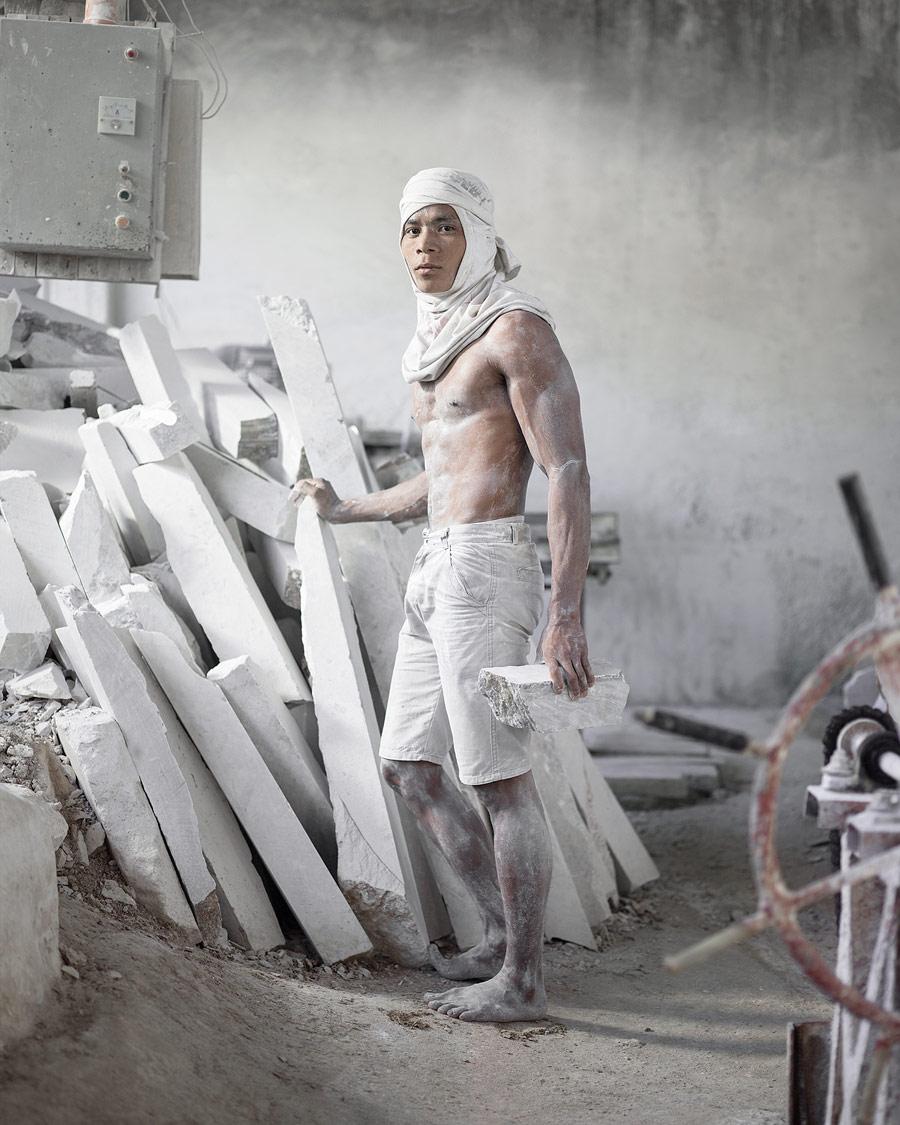 Персей (портрет молодого работника с мрамором), © Вави Наварроза, Филиппины, 3 место, Конкурс портретной фотографии Kuala Lumpur