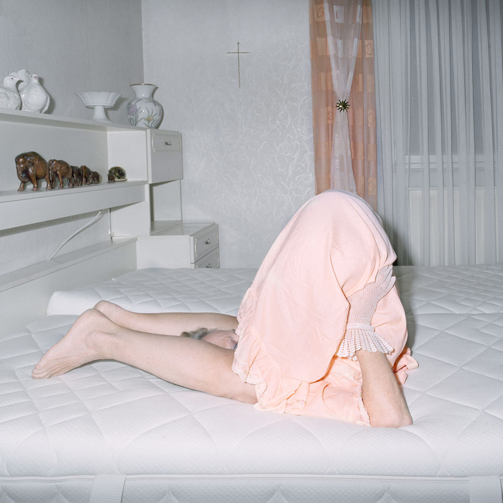 Мама в постели, © Нина Родер, Германия, 2-е место : Одиночное фото, Фотоконкурс «Экспозиция» от LensCulture