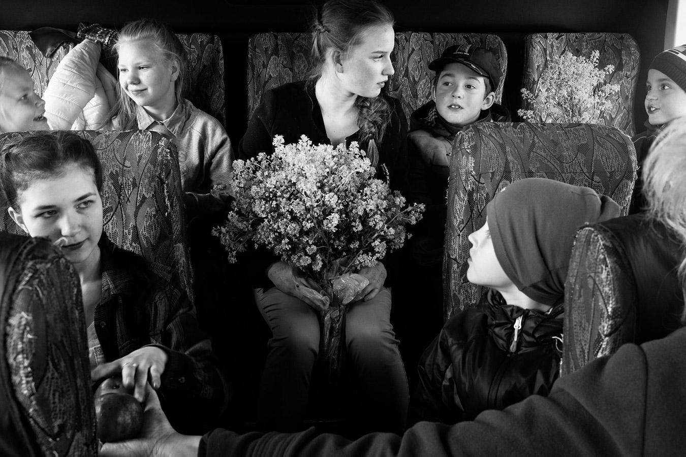 Школьный автобус, © Анна Шустикова / Anna Shustikova, Россия, Финалист конкурса, Фотоконкурс «Портрет» — LensCulture Portrait Awards