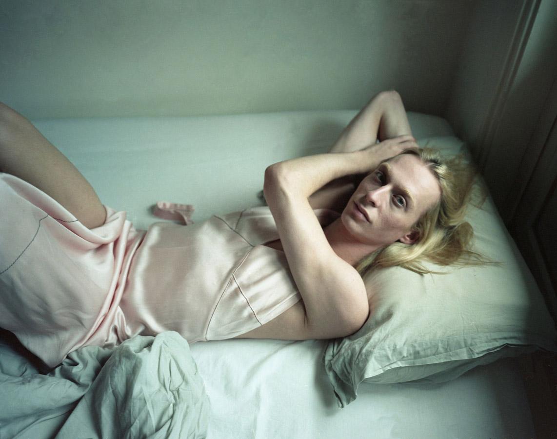 Горан в постели, © Рамона Деккерс / Ramona Deckers, Нидерланды, Финалист конкурса, Фотоконкурс «Портрет» — LensCulture Portrait Awards