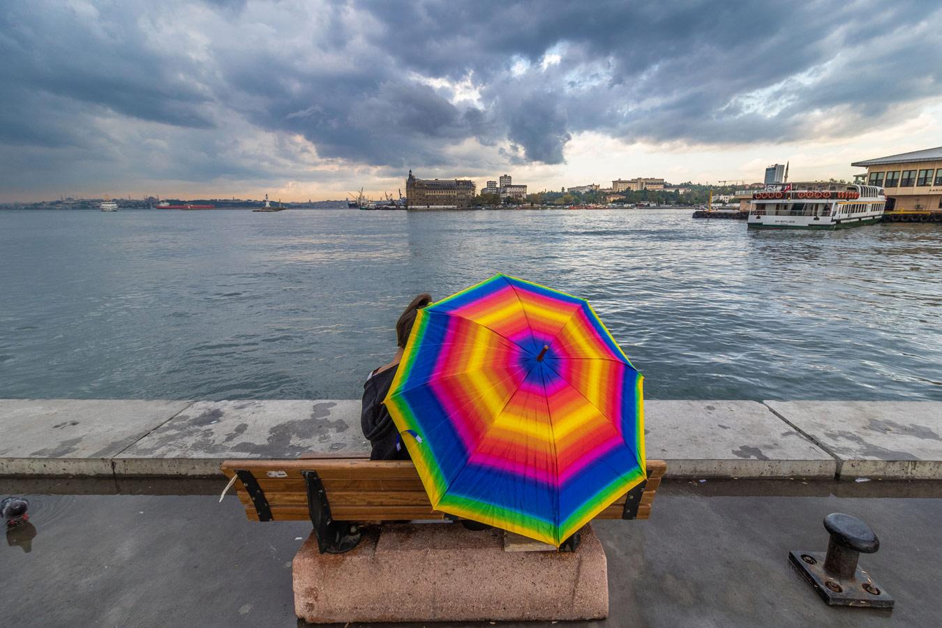 Красочный зонтик, © Мехран Черагчи Базар, Иран, Фильтр: поляризационный (PL), Фотоконкурс Marumi «Городской пейзаж со светофильтром»