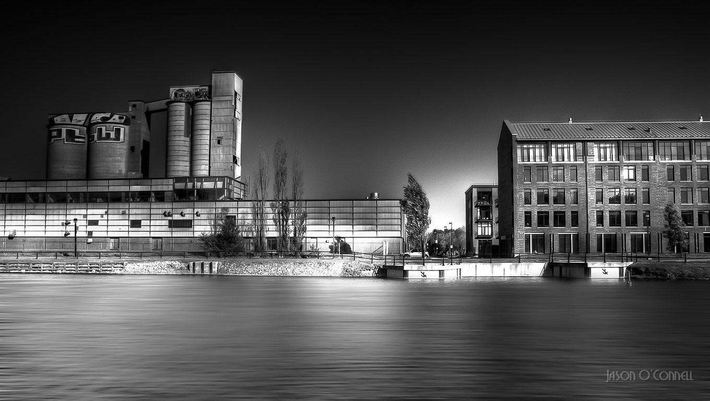 Чёрно-белая HDR с большой выдержкой — Монреаль, © Джейсон О'Коннелл, Канада, Фильтр: нейтральный (ND), Фотоконкурс Marumi «Городской пейзаж со светофильтром»