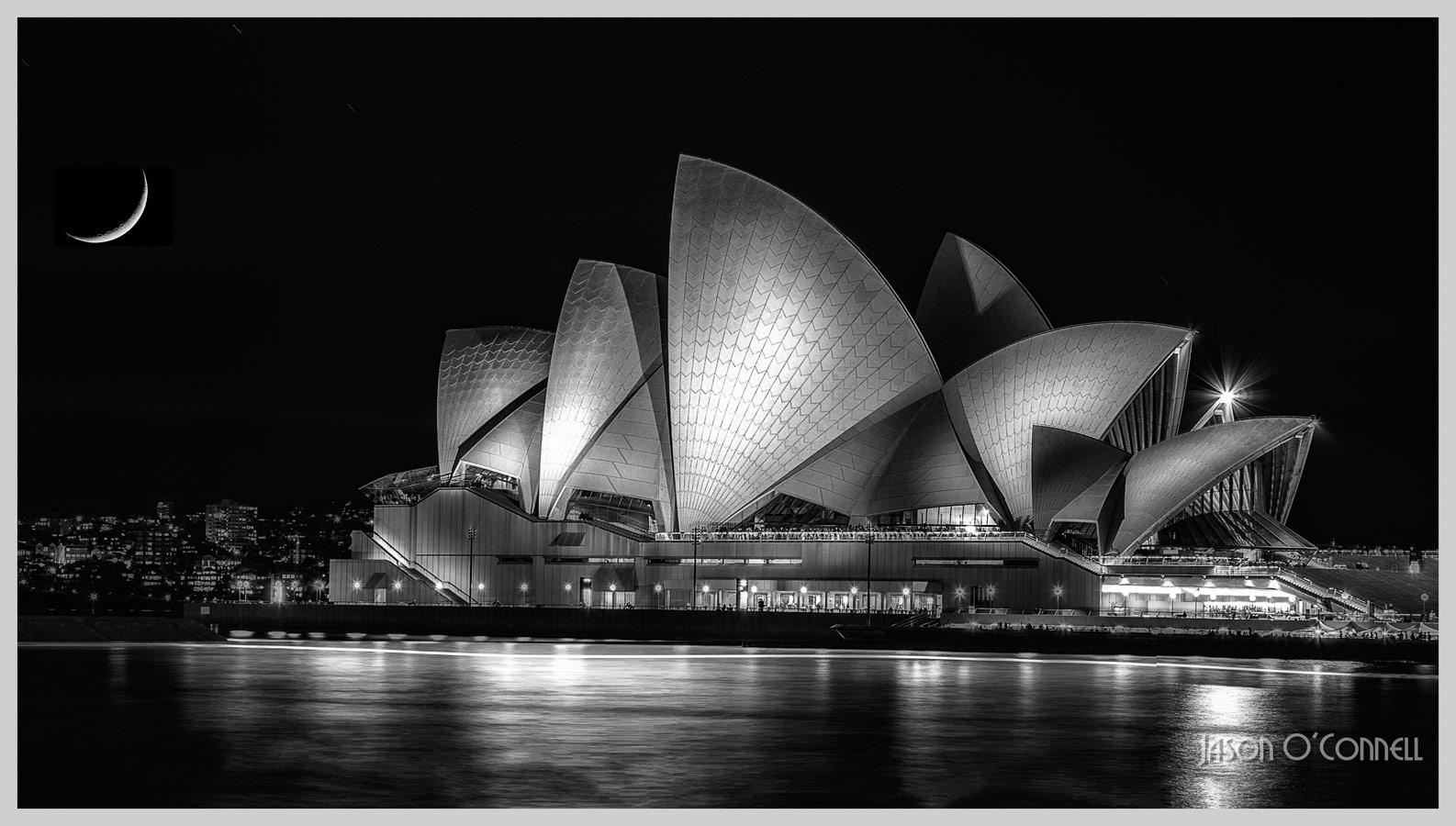 Полумесяц у Сиднейского оперного театра, © Джейсон О'Коннелл, Канада, Фильтр: PL/ND, Фотоконкурс Marumi «Городской пейзаж со светофильтром»