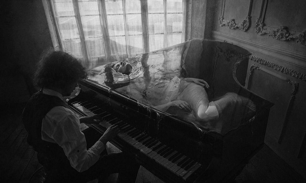 Муза, © Дмитрий Рогожкин (Российская Федерация), 1-го место в категории «Концептуальный фотограф года 2018» (профессионал), Монохромный фотограф года 2018 (профессионал), Фотоконкурс Monochrome Awards