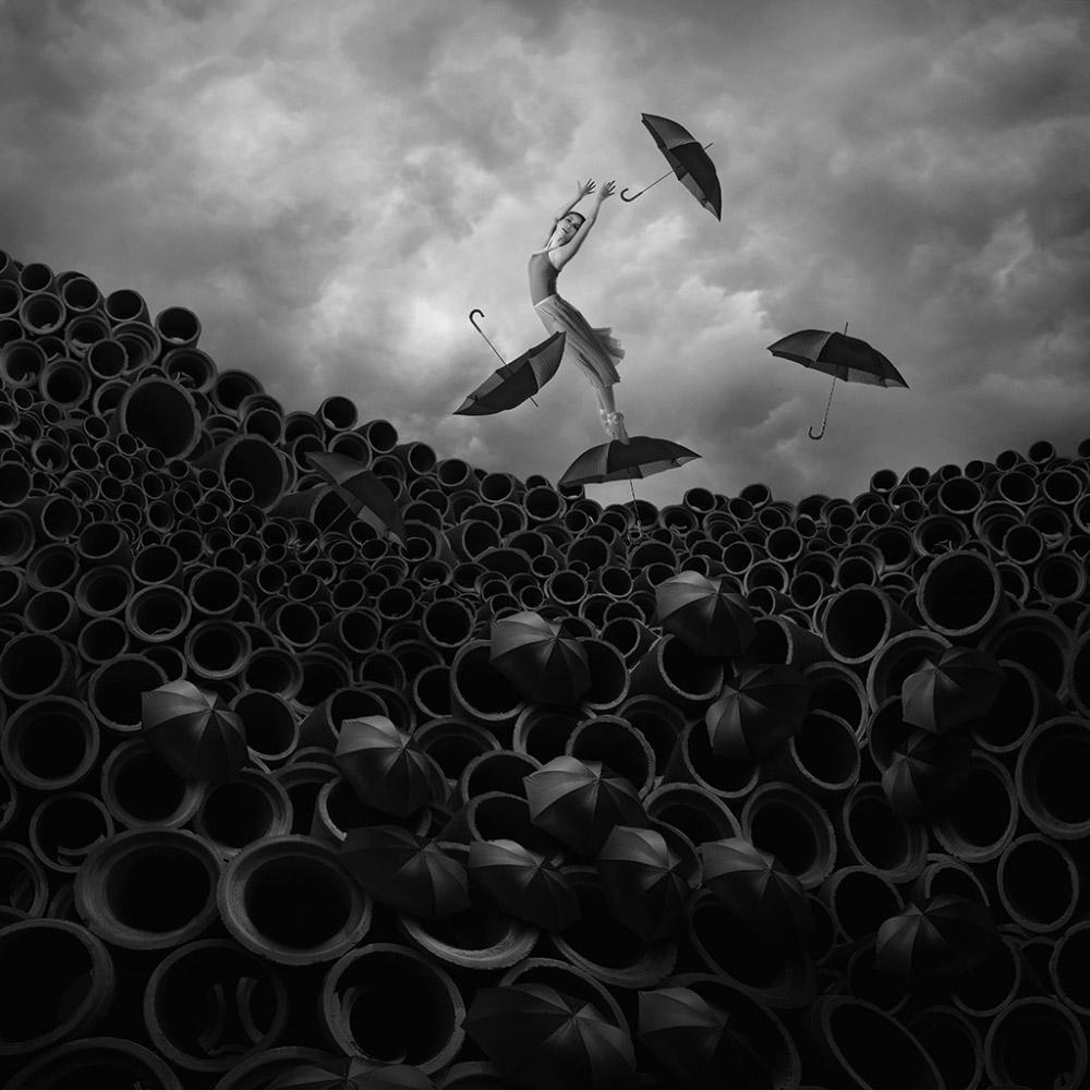 Пропавшая серенада, © Хардижанто Будиман (Индонезия), Фотомонтажный фотограф года – 2018 (профессионал), Фотоконкурс Monochrome Awards