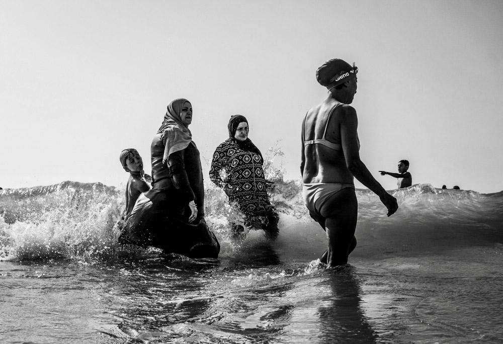 Священный треугольник, © Гай Алони (Израиль), Уличный фотограф года – 2018 (профессионал), Фотоконкурс Monochrome Awards