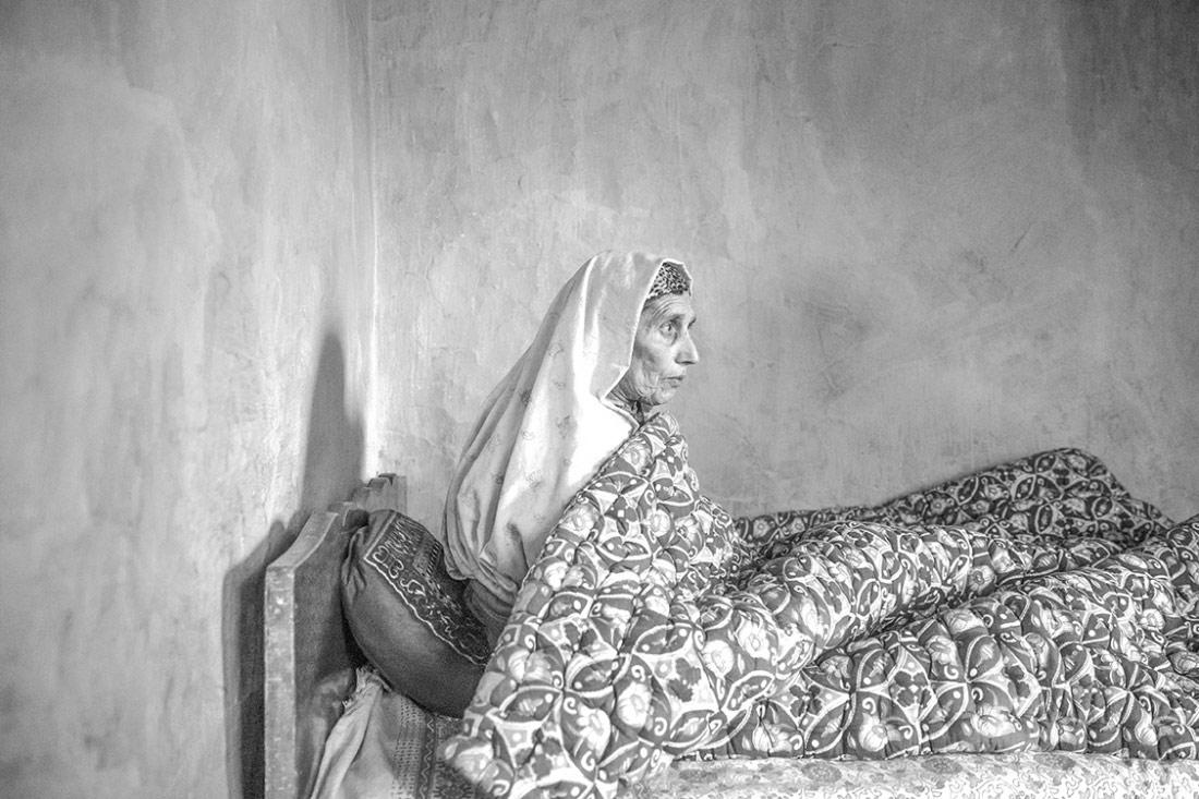 Ожидание в Лимбо: вдовы Кашмира, © Вэй Тан, 1-е место в категории «Люди», серия, Конкурс чёрно-белой фотографии MonoVisions